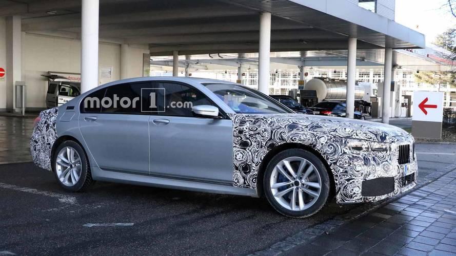 Makyajlı BMW 7 Serisi'nin dijital gösterge paneli görüntülendi