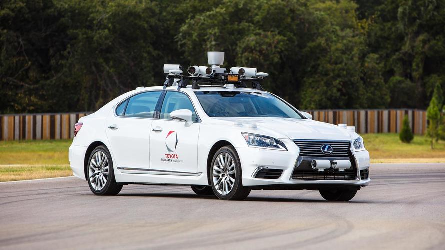 Guida autonoma, anche Toyota ferma i test negli USA