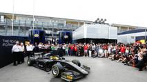 El nuevo auto de F2 en el paddock