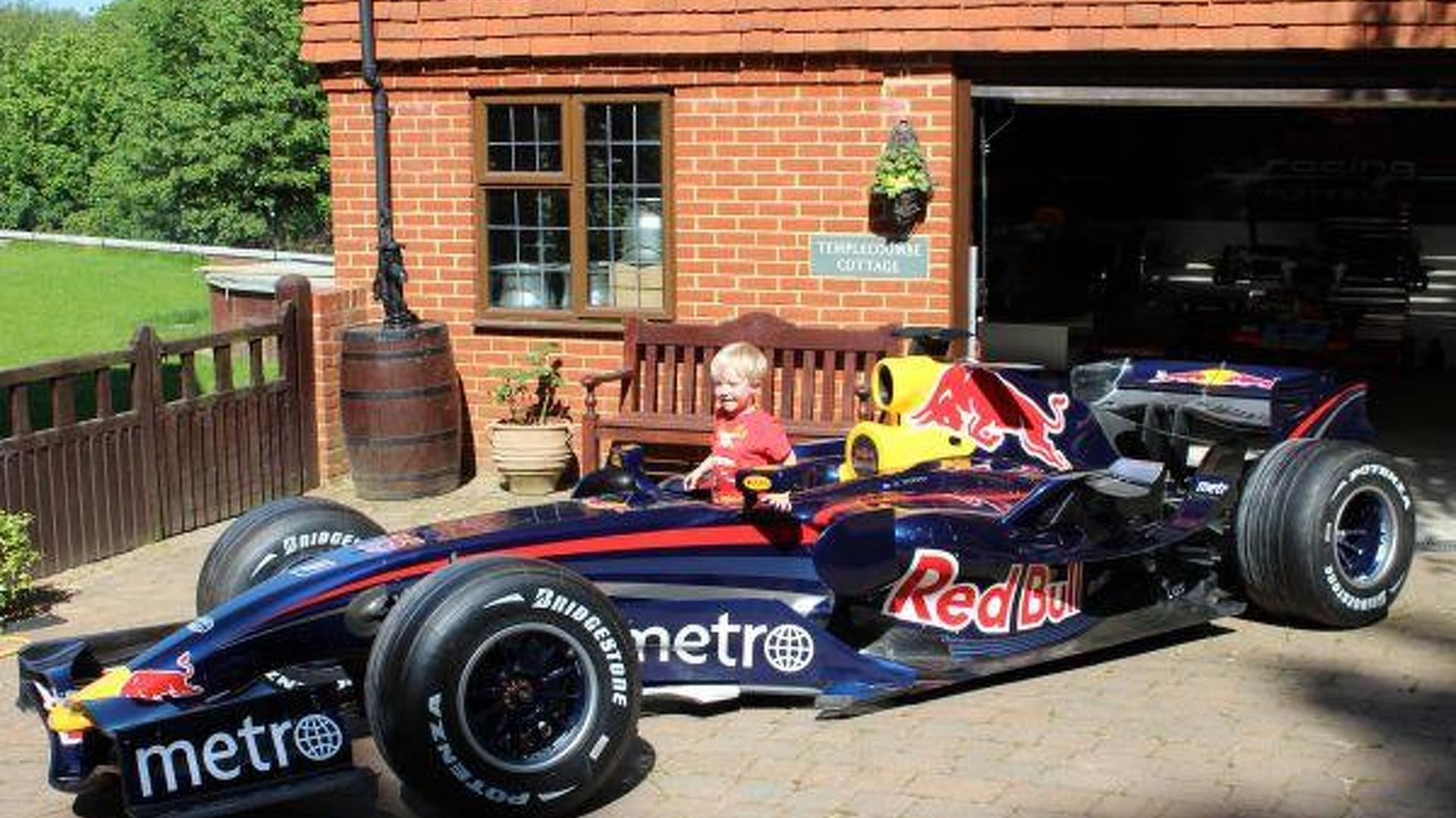 mark webber 39 s red bull rbr3 f1 car goes up for sale. Black Bedroom Furniture Sets. Home Design Ideas