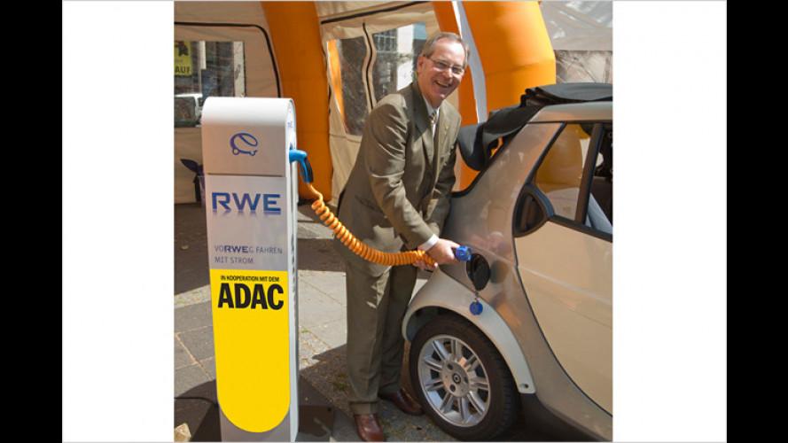 ADAC baut Ladestationen für Elektroautos auf