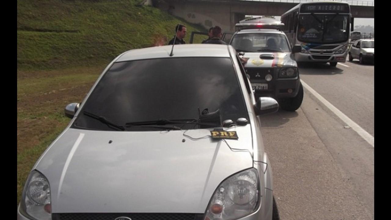 Irregularidade: motorista é flagrado no RJ usando sirene para driblar o fluxo