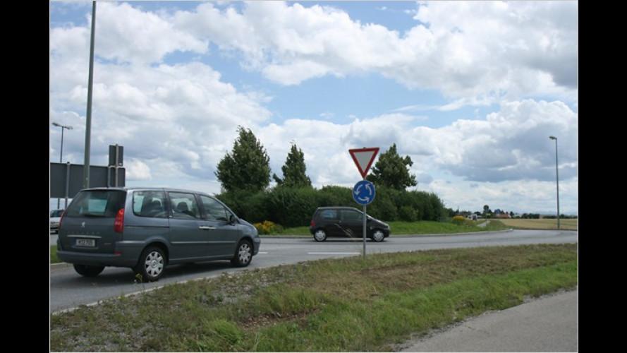 Richtig kreiseln: Andere Verkehrsregeln im Ausland