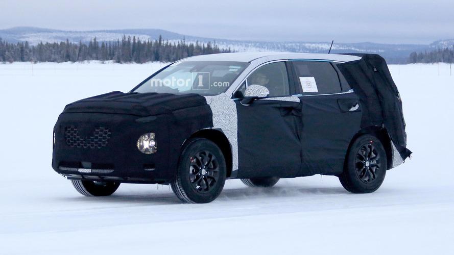 Yeni Hyundai Santa Fe arka bölümünü gizlerken görüntülendi