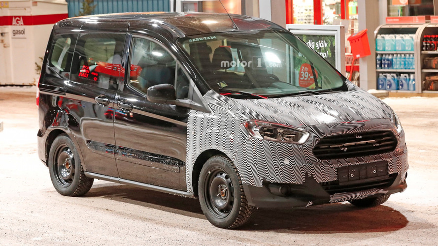 Ford Tourneo Courier makyajlı yüzünü gizliyor