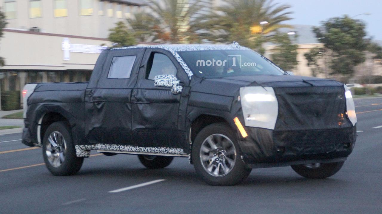 Chevrolet Silverado Spy Photos