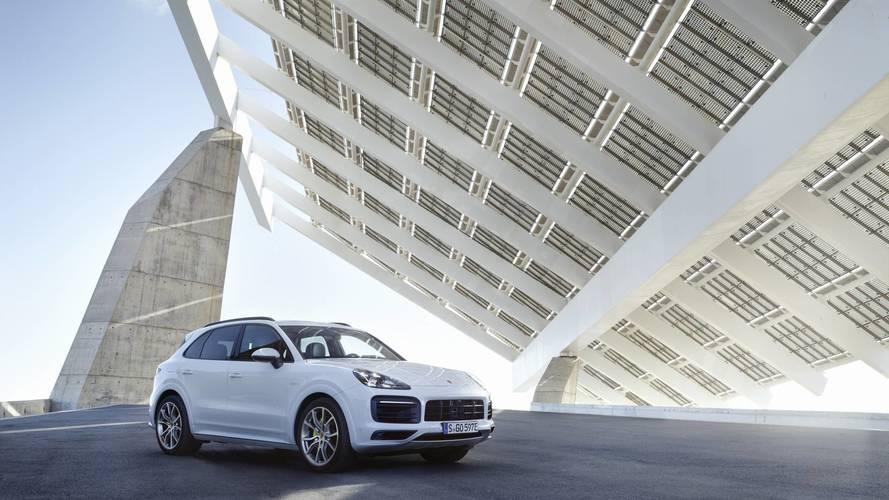 Porsche Cayenne E-Hybrid, sportiva con consumi da utilitaria