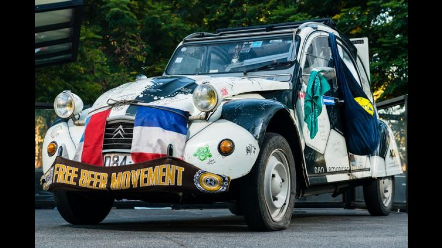 Citroën 2CV cruza a América para acompanhar a Copa no Brasil - veja fotos