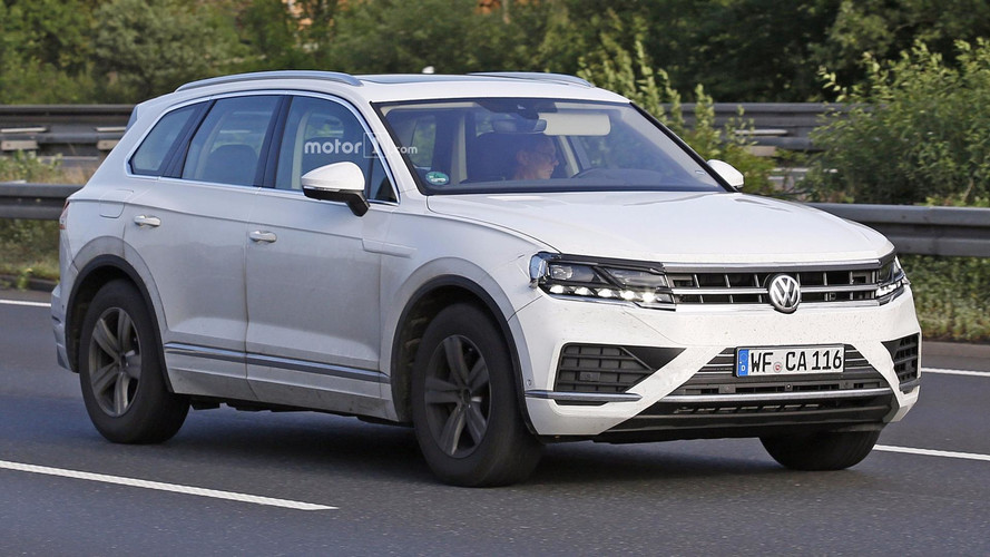 Lightly-Disguised 2018 Volkswagen Touareg Spied