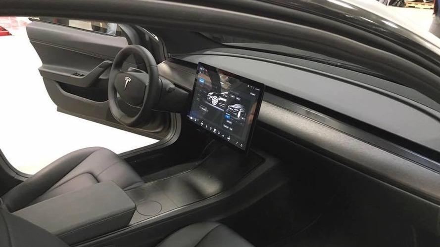 Tesla Model 3, primeiro que virá oficialmente ao Brasil, não terá painel de instrumentos