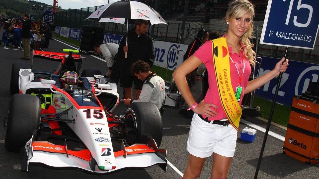 Grid girl - GP2 Championship 2010, Rd 15 & 16, Spa, Pastor Maldonado (VEN), Rapax Team, 28.08.2010 Spa, Belgium