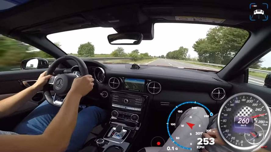 Mercedes-AMG SLC 43'ün otobanda tam gaz yol almasını izleyin
