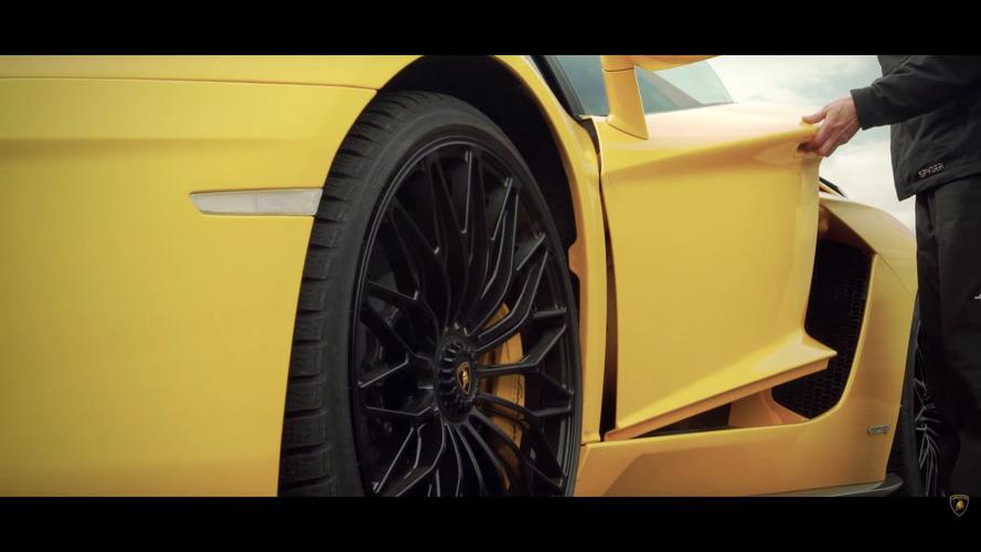 Lamborghini Aventador S Versus Airplane