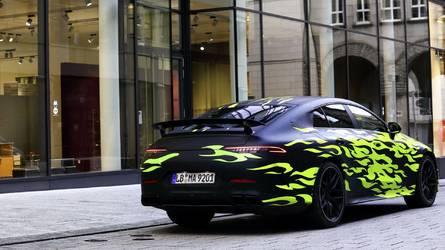Látványos fóliával mutogatják a négyajtós AMG GT Coupét