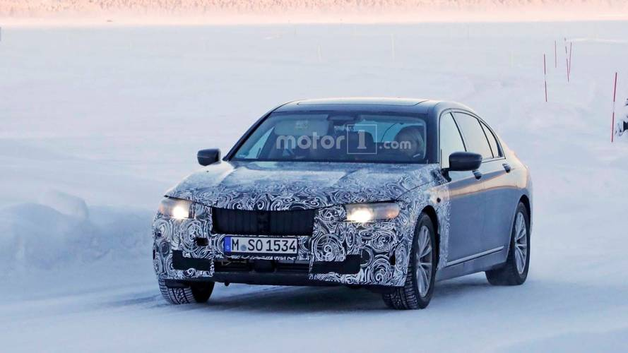 BMW 7 Series facelift spied on snow-covered roads