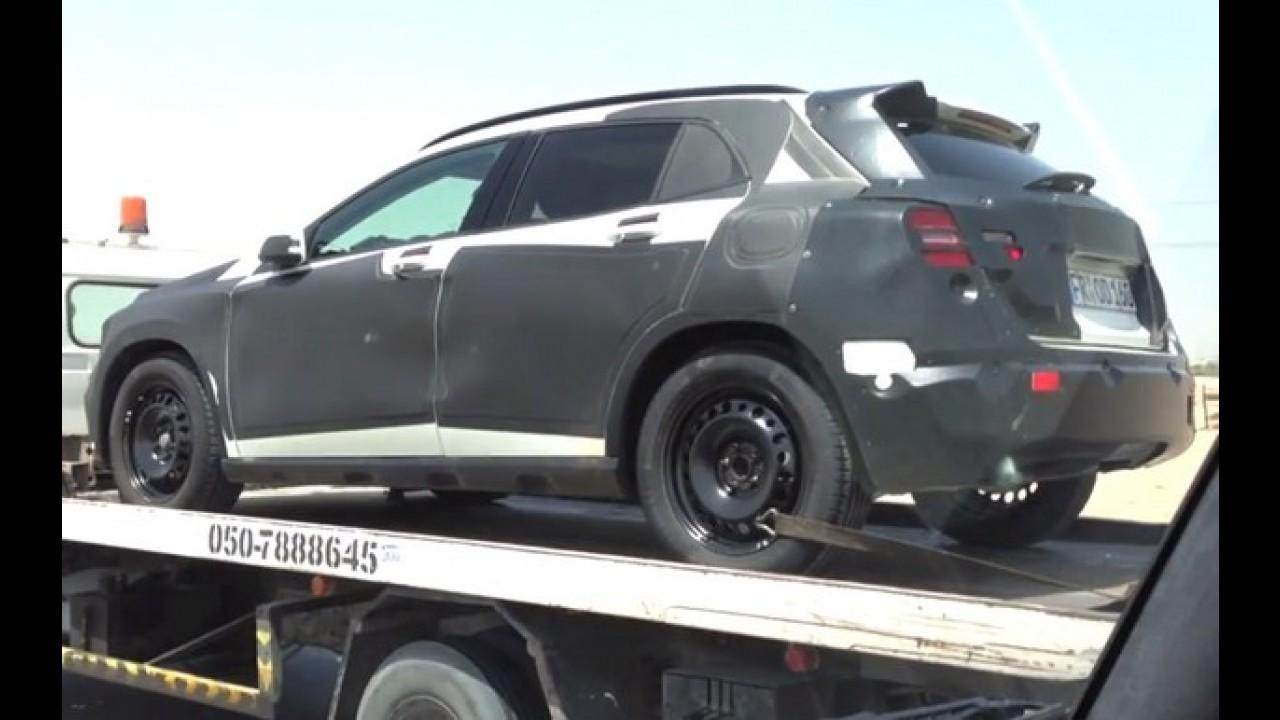 Vídeo: protótipos do Mercedes GLA são flagrados em Dubai