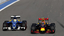 Marcus Ericsson, Sauber C35 and Daniil Kvyat, Red Bull Racing RB12
