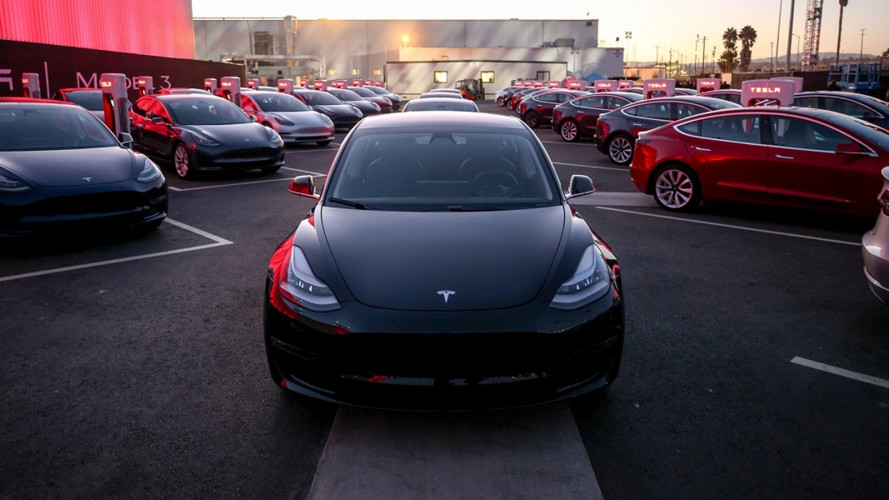 Tesla Model 3, le consegne ai primi 30 clienti americani [VIDEO]