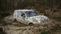 Land Rover mostra novo Discovery 2017 camuflado antes da estreia em Paris