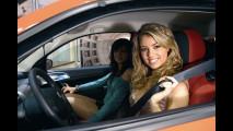 Studentesse in posa per la sicurezza stradale!