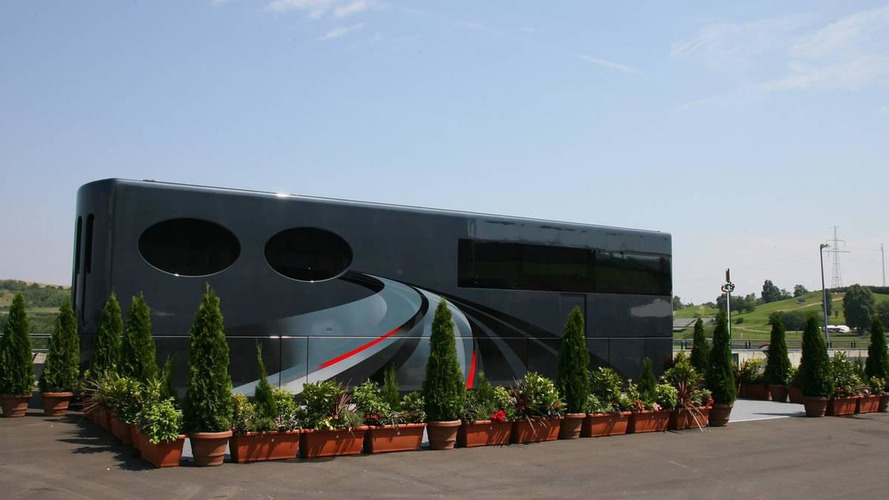 Ecclestone's motor home in Germany, Ecclestone not