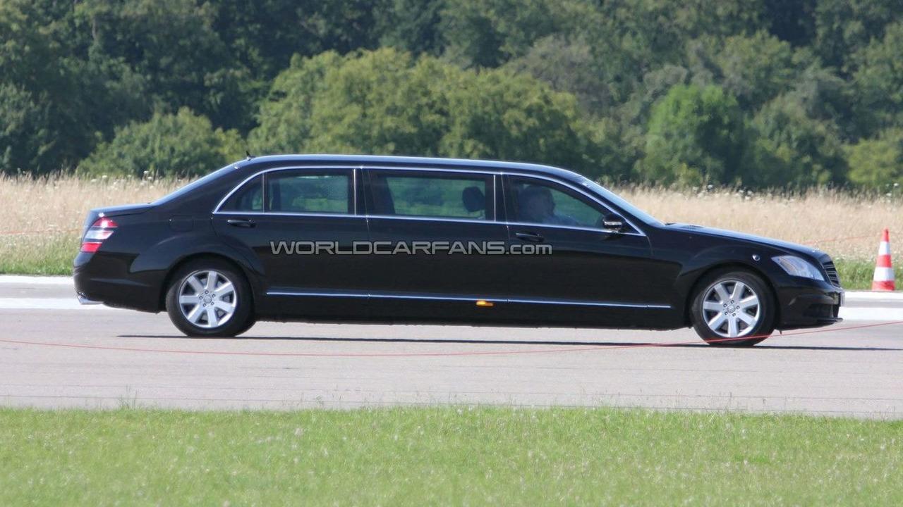 mercedes benz s class stretched limousine facelift spied. Black Bedroom Furniture Sets. Home Design Ideas