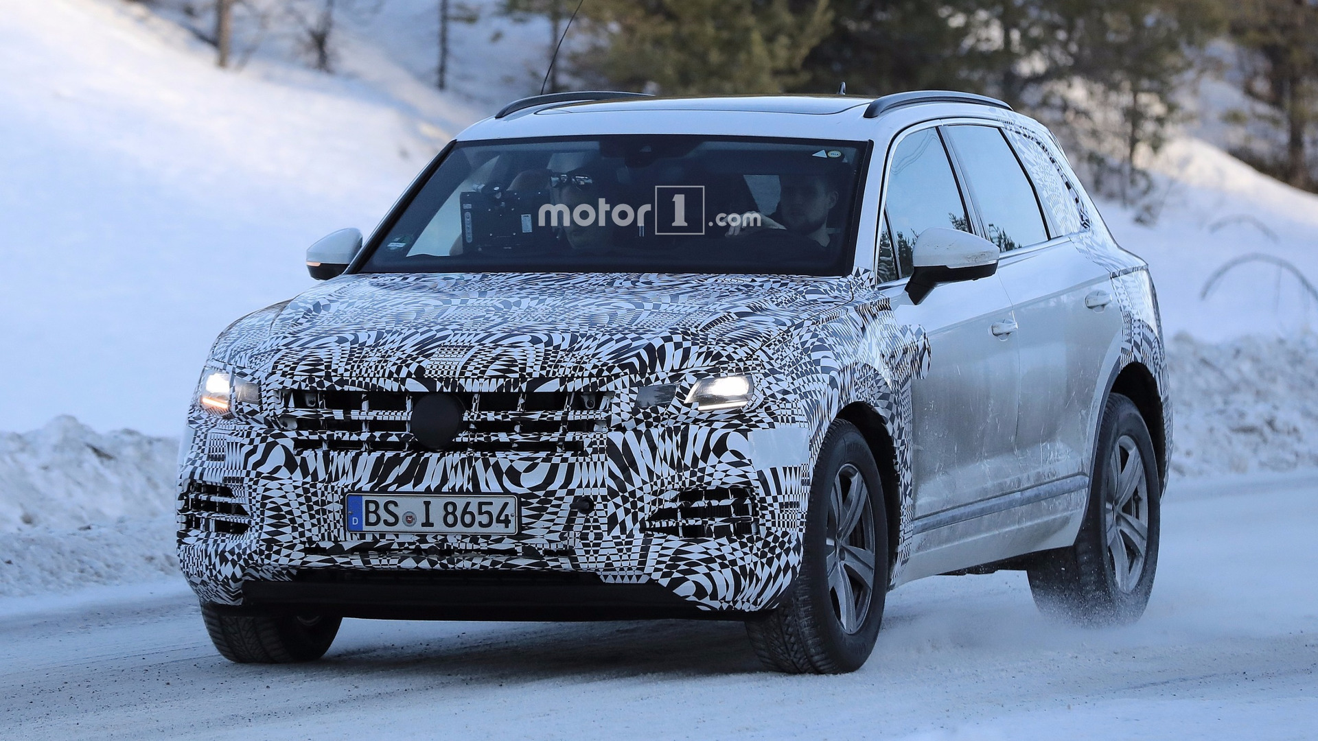 Spied 2018 Vw Touareg Doesn T Look All New But It Is