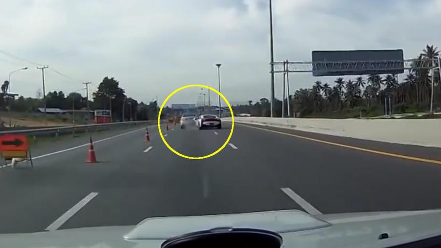 BMW i8, Mercedes'e arkadan çarptı