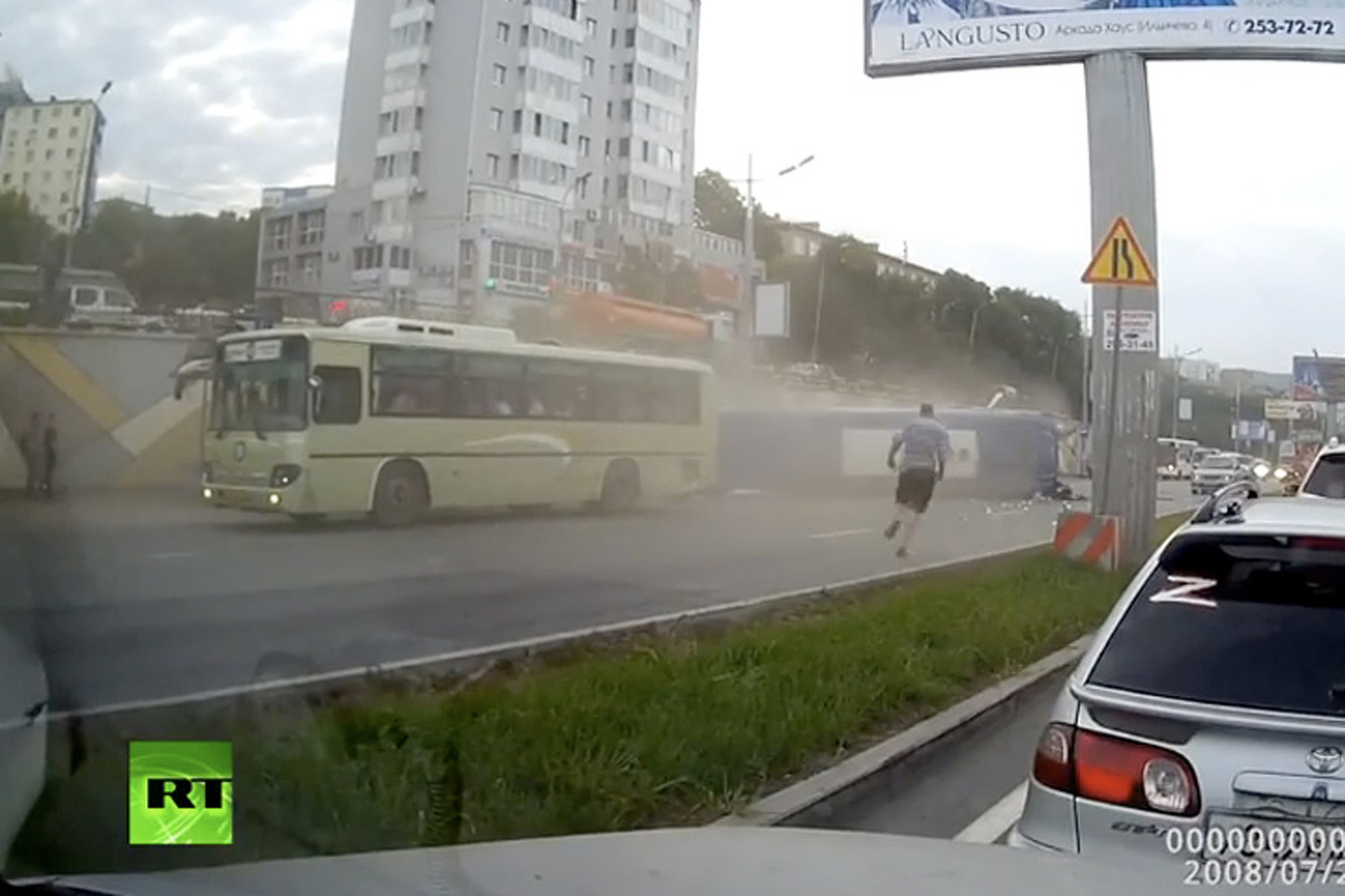 Russian Bus Goes Airborne During a Traffic Jam [Video]
