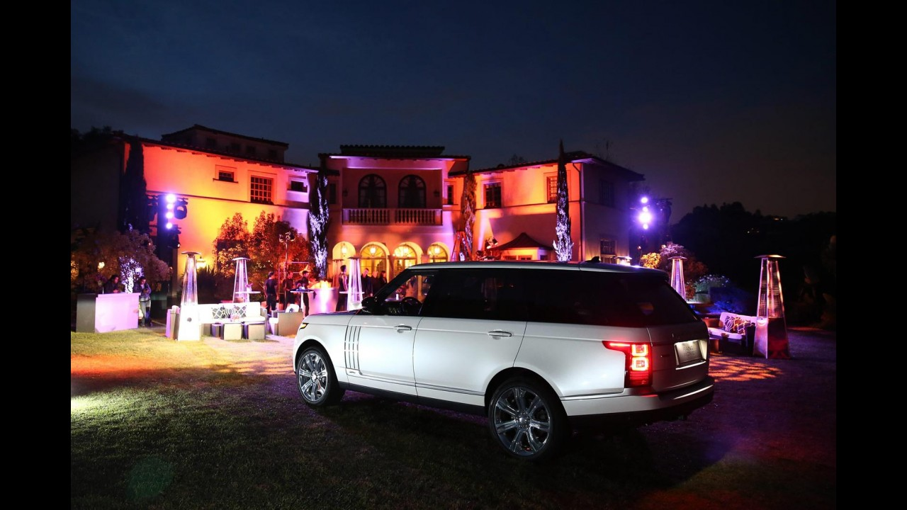 À chinesa: Range Rover mostra Vogue alongado no Salão de Los Angeles
