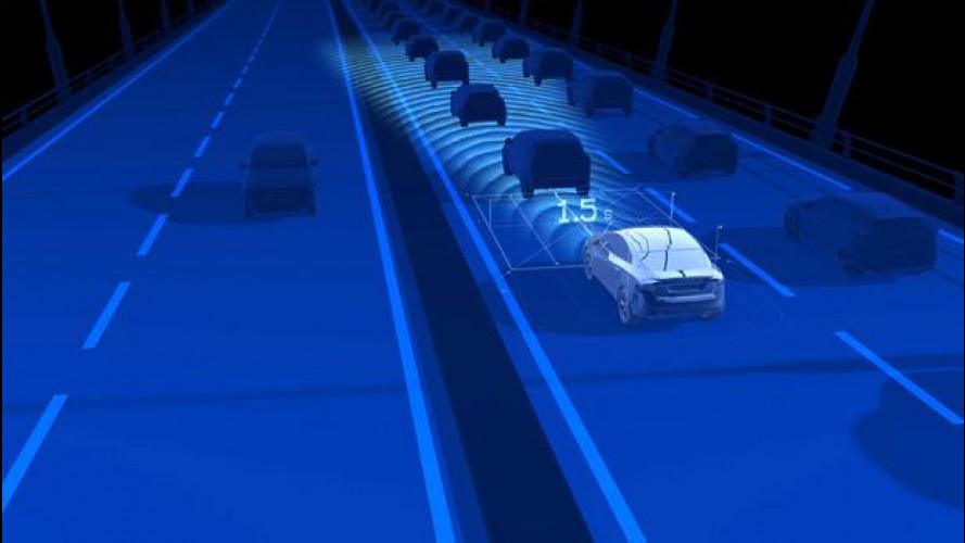 Gli americani dell'NHTSA raccomandano le auto con la frenata assistita