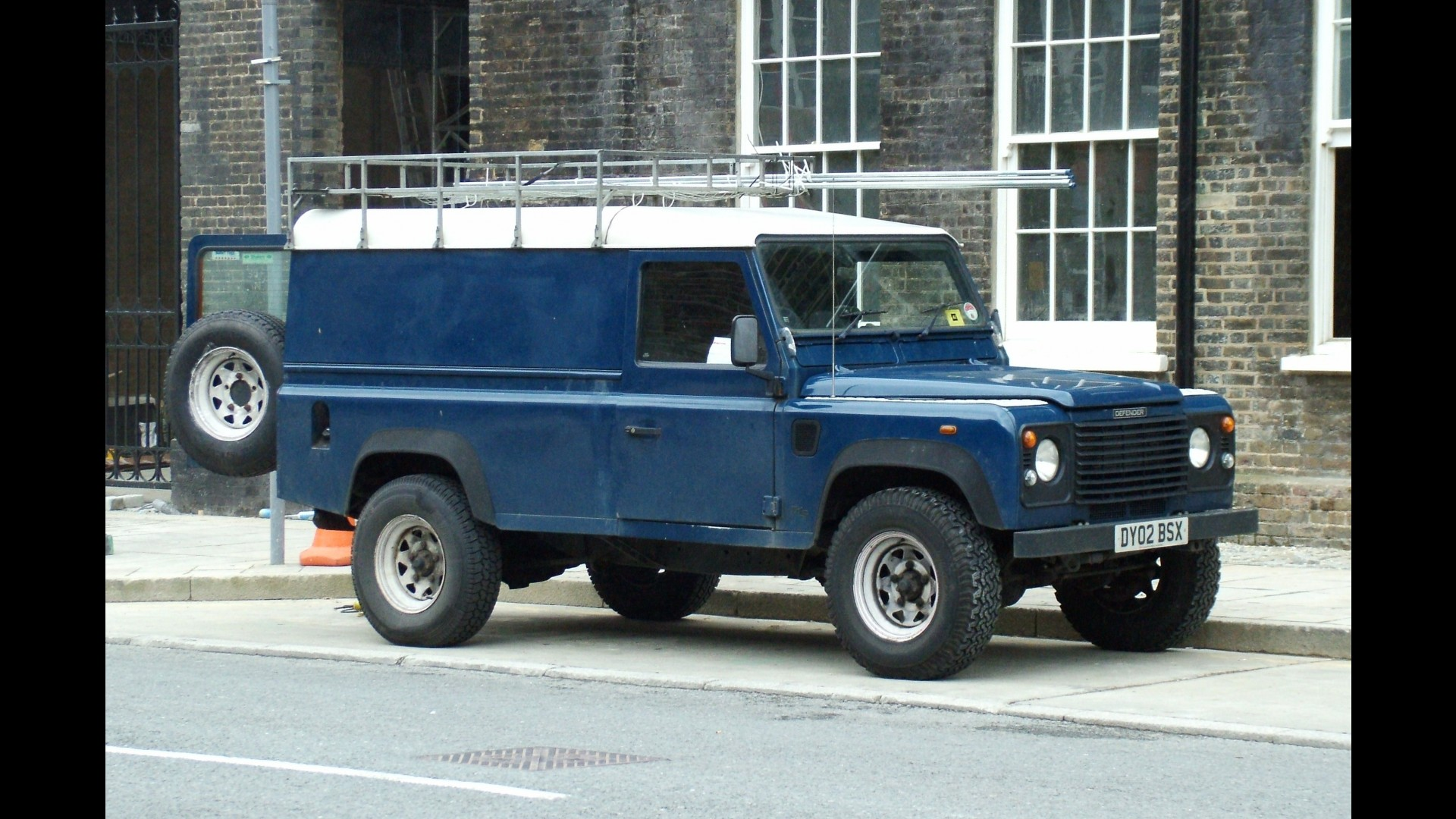 100 2000 Land Rover Defender 2006 Land Rover
