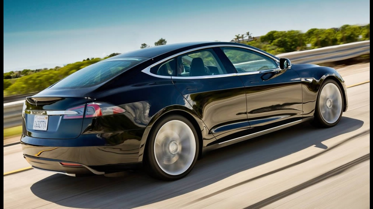 Com isenção, elétrico Tesla S é vendido no Brasil por R$ 470 mil