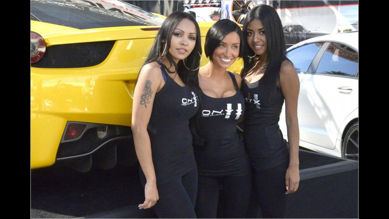 Die drei von der Tankstelle schauen nach durstigen Automobilen