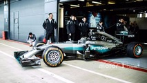 Jorge Lorenzo tests F1 car
