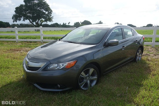 2013 Acura ILX Review: Upscale Commuter, Defined