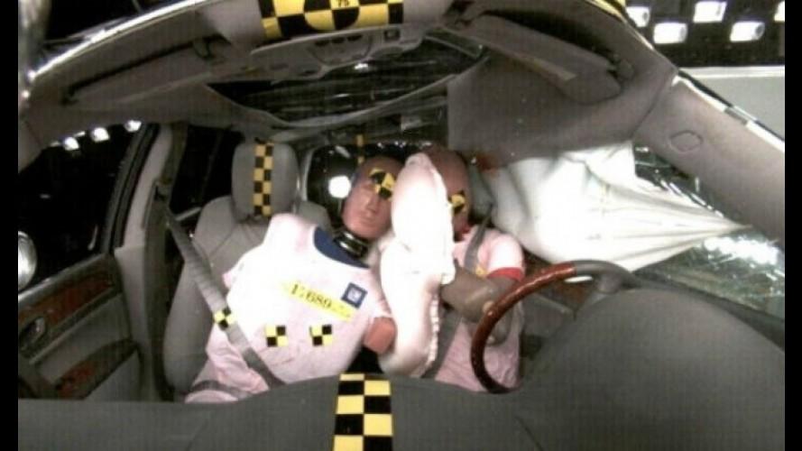 Segurança: GM desenvolve airbag central