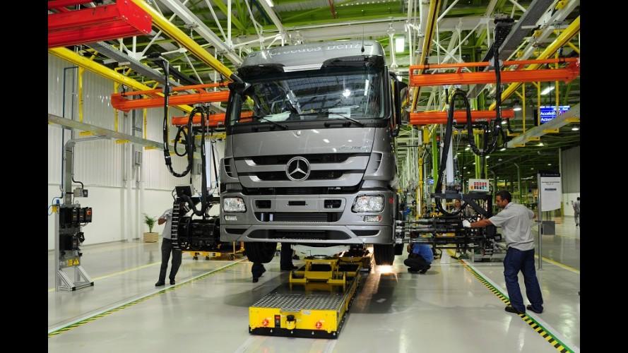 Mercedes demite 500 funcionários e coloca 7 mil em férias coletivas