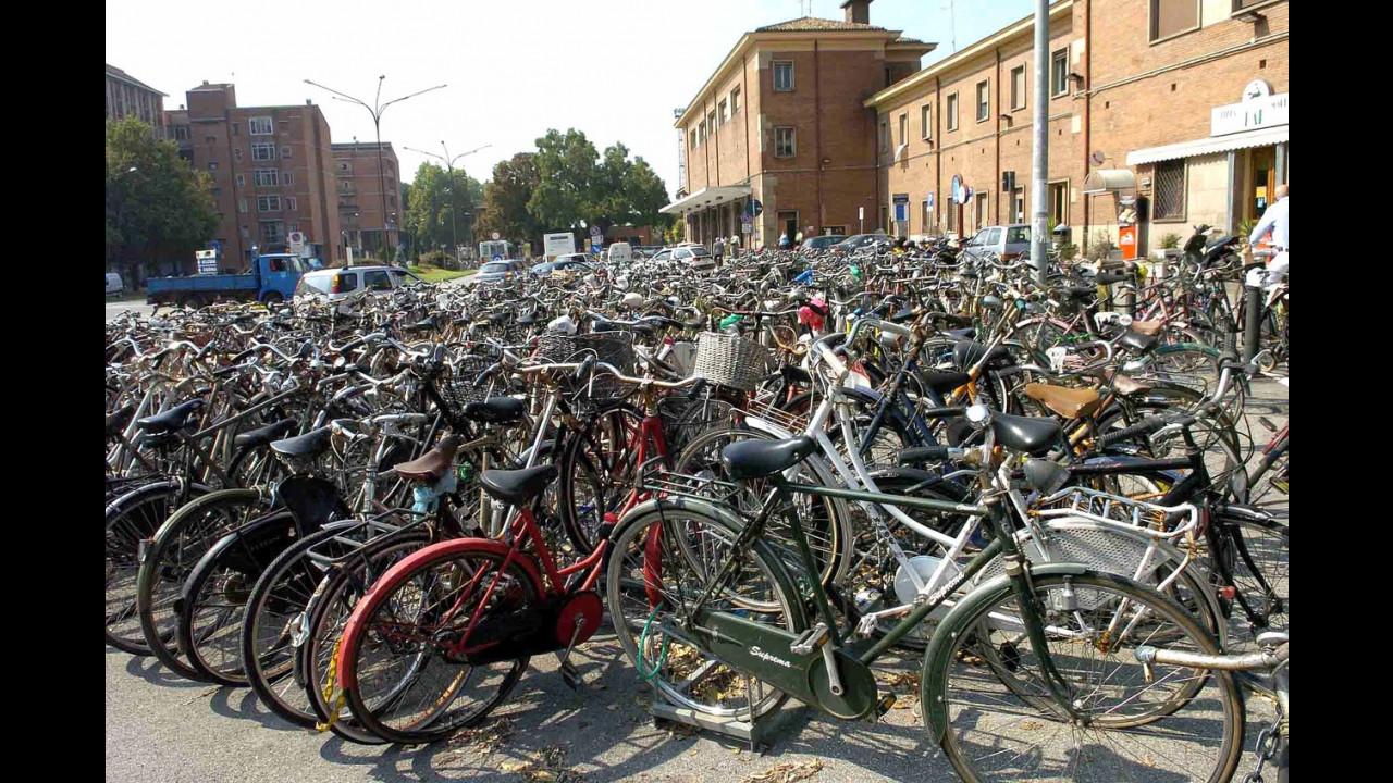 Nel 2012 gli italiani hanno comprato più bici che auto