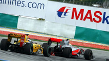 Lewis Hamilton (GBR), McLaren Mercedes leads Vitaly Petrov (RUS), Renault F1 Team, Malaysian Grand Prix, Sunday Race, 04.04.2010 Kuala Lumpur, Malaysia