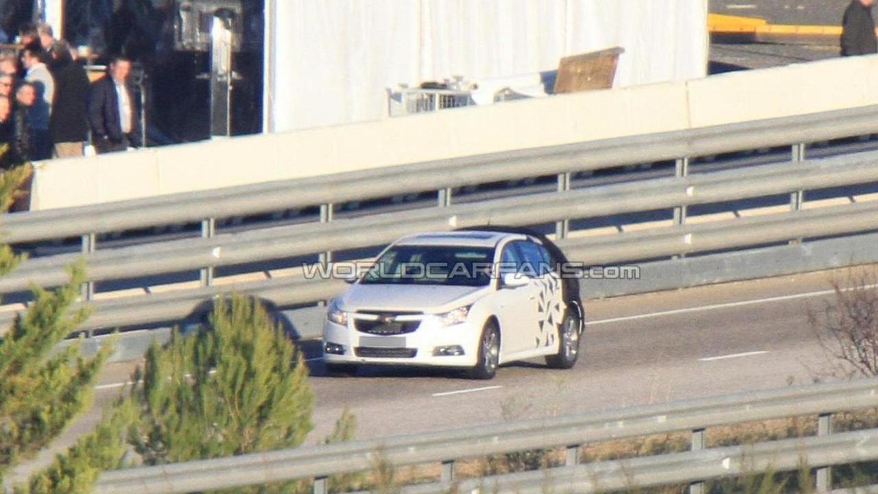 2012 Chevrolet Cruze Hatchback spy photos - 11.25.2010