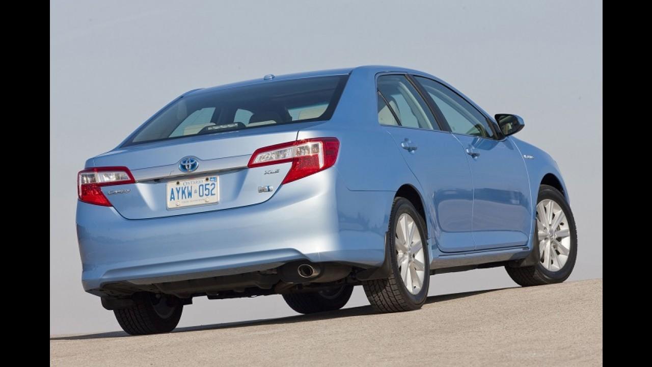 Toyota Camry reestilizado será apresentado em abril no Salão de Nova York