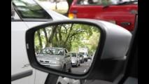 Multas por ultrapassagem e rodar no acostamento podem custar até R$ 2.000