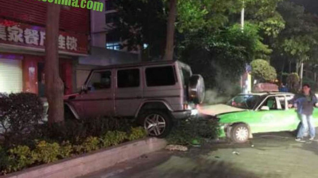 Mercedes-Benz G55 AMG crash