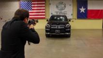Kurşun geçirmez Mercedes-Benz'in içinde AK-47 ile vurulmak