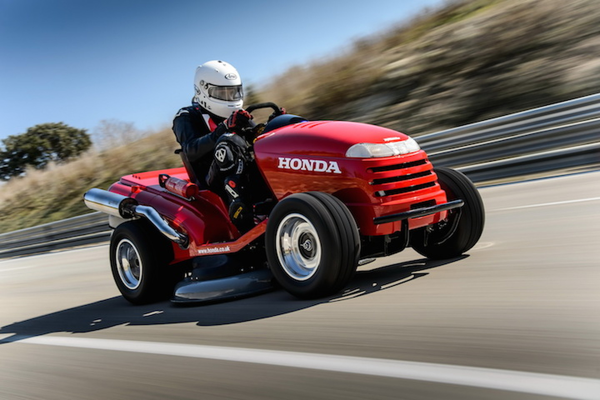 Honda Breaks A World Speed Record…On a Lawnmower [video]