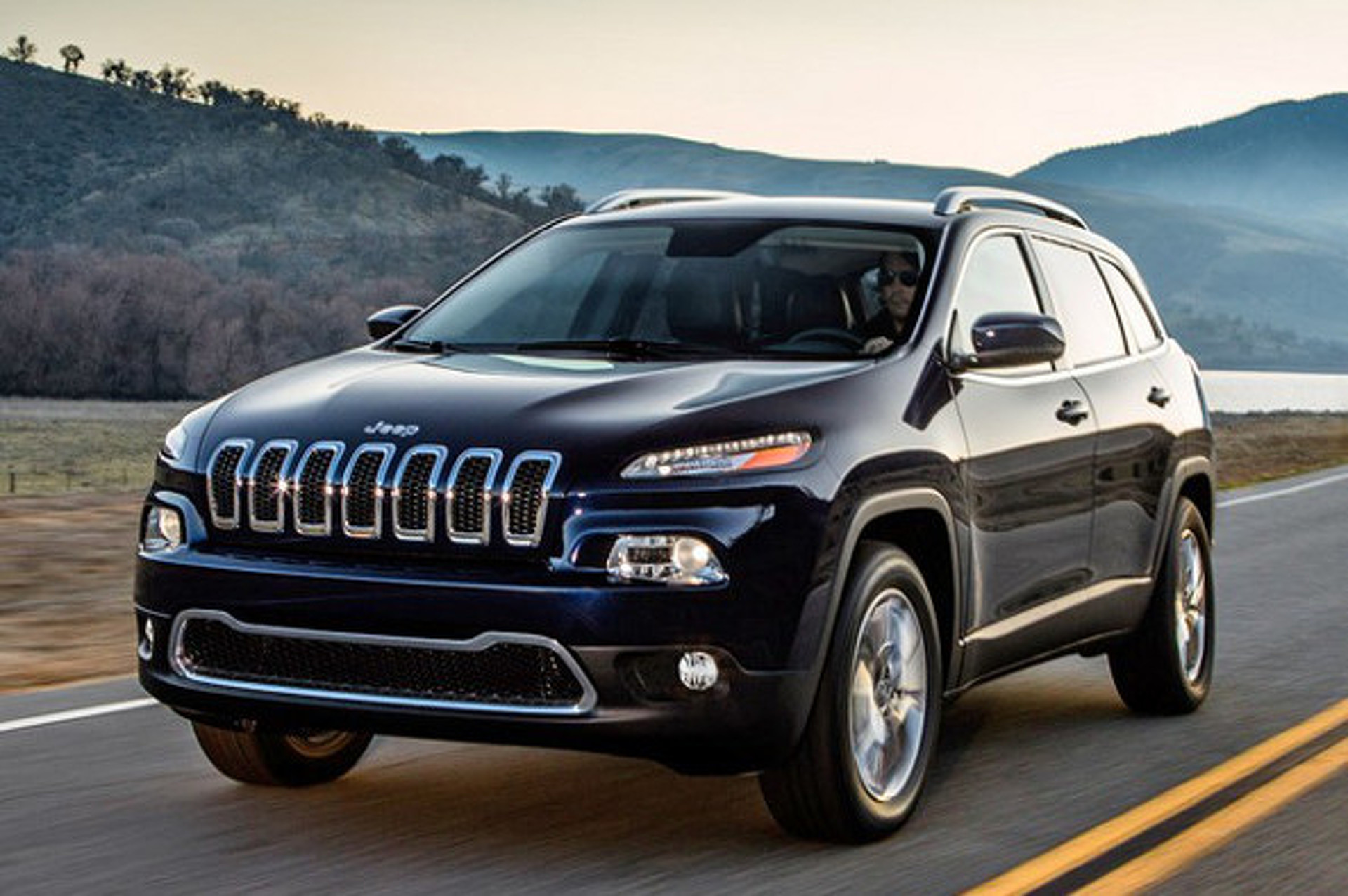 2014 Jeep Cherokee Returns with a Polarizing Face