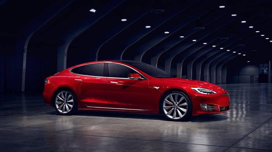 Tesla, lüks sedan satışlarında Audi, BMW ve Mercedes'i geride bıraktı.