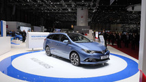 Toyota Auris facelift at 2015 Geneva Motor Show