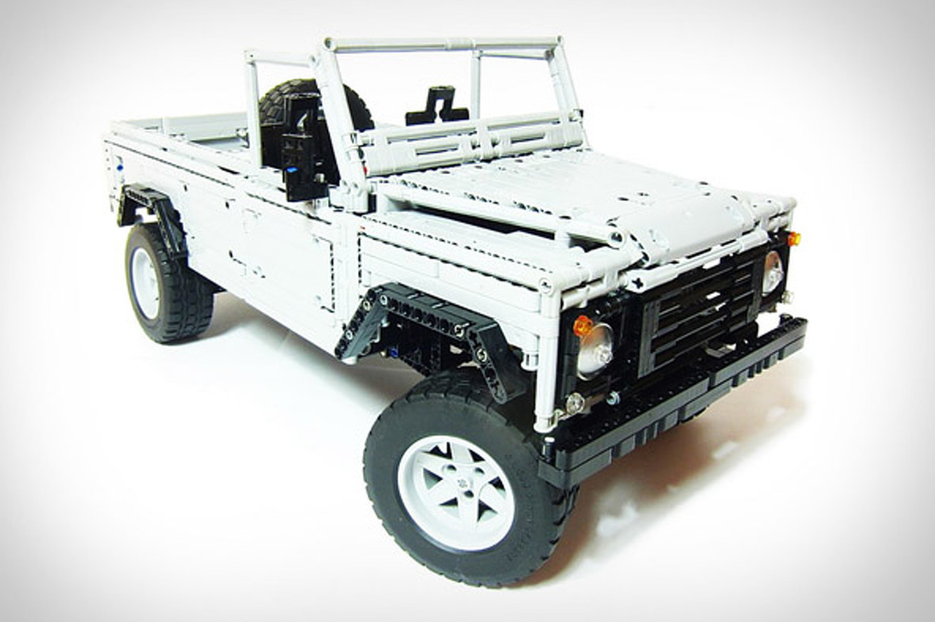 This Land Rover Defender is made out of LEGOS